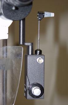 מכשיר לבדיקת לחץ תוך-עיני הנקרא טונומטר