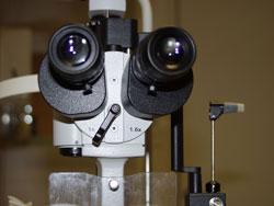 מנורת-סדק והמכשיר למדידת לחץ תוך-עיני